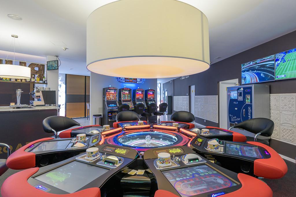 salón de juegos con ruleta electrónica